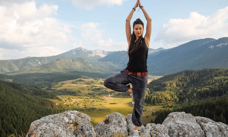 How To Wear Bootcut Yoga Pants: Styling With Yoga Pants